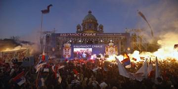 رئیسجمهور صربستان هواداران خود را به خیابانها آورد