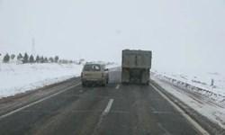برف و باران در جاده های تهران-شمال و 7 استان/ 8 جاده مسدود است