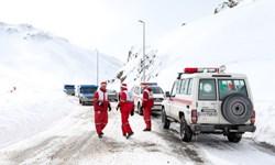 آمادهباش 27 تیم عملیاتی هلالاحمر در لرستان/ نجات 20 نفر گرفتار در برف