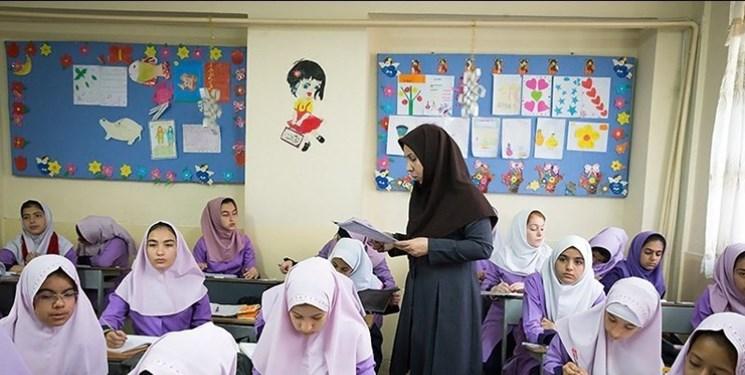 تسلط بر فرهنگ ایران و غرب نیاز معلمان است