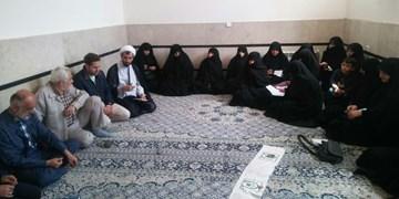 اتاق اصناف با فروش لباسهای خلاف شئونات اسلامی برخورد کند