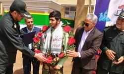 هدیه سازمان بسیج مستضعفین به دست دانشآموز غیور ایرانی رسید/ آرزویم دیدار رهبری است