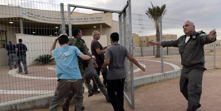 خبرنگارصهیونیست: حماس 75% از ساکنان اسرائیل را مجبور کرد به پناهگاهها بروند