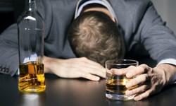 باید جوانان را از مضرات مصرف الکل آگاه کرد