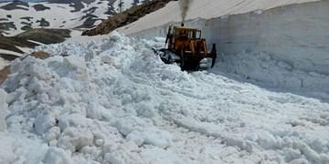 برف نیممتری در آذربایجانشرقی/ 500 روستا در محاصره برف