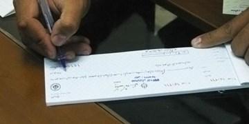تحویل چک ۱۰ میلیونی مأمور وظیفه شناس پلیس قرچک