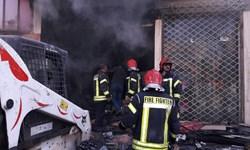 آتش سوزی کارگاه رنگ آمیزی مهار شد/ مصدومیت دو آتش نشان و یک شهروند