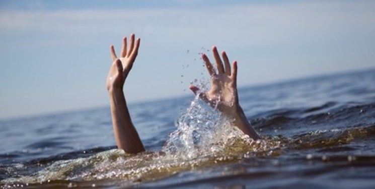 شیرجه مامور نیروی انتظامی برای نجات جان قاچاقچی در حال غرق شدن