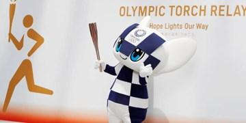 پدر یک قربانی سونامی ژاپن مشعل المپیک را حمل میکند