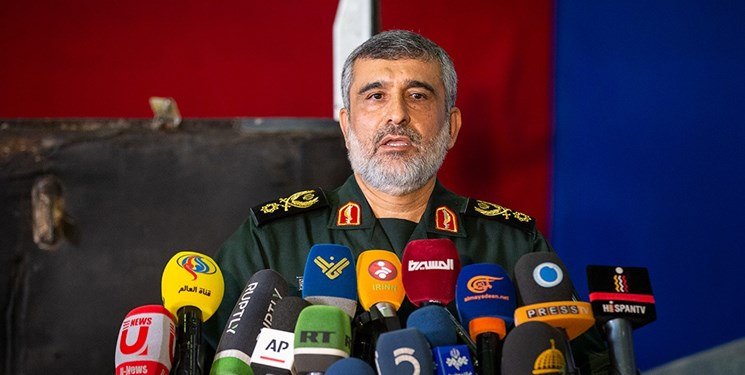 سردار حاجیزاده: به تمام کدها و فرکانسهای پهپاد MQ-4 دست پیدا کردهایم/ این هواپیما دیگر در برابر ایران کارایی ندارد