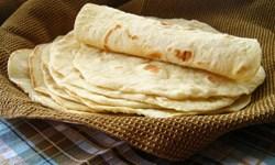 توزیع نان رایگان در حاشیه شهر ملایر/ تسویه بدهی نیازمندان به سوپرمارکتها
