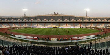 رهایی 22 کبوتر در ورزشگاه آزادی به مناسبت 22 بهمن/ اعتراض به حضور افراد غیر مجاز در استادیوم