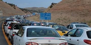ترافیک سنگین در محورهای شمالی/ توقیف 5 ساعته خودروهای عبوری از شانه راه