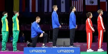 اعتراض ورزشکاران آمریکا به تبعیض نژادی با زانو زدن روی سکو