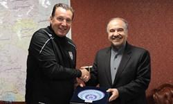 نمایندگان مجلس از وزیر ورزش و فدراسیون فوتبال به خاطر قرارداد ویلموتس شکایت میکنند