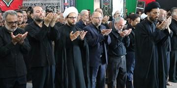 اقامه نماز ظهر تاسوعا در شهرستان اردکان+تصاویر