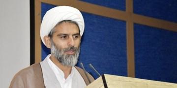 آزادی ۴ زندانی  در همدان به نیابت از امام (ره)/ توزیع بستههای معیشتی