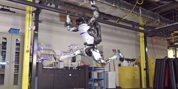 ربات ژیمناستیککار پشتک هم میزند
