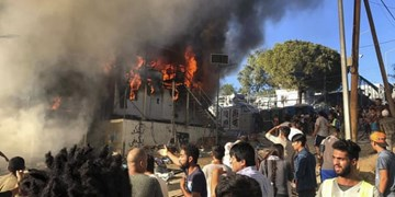 آتشسوزی و درگیری در اردوگاه پناهجویان در یونان دو کشته برجا گذاشت