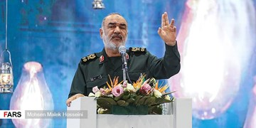سردار سلامی در تجمع حمایت از فلسطین در تهران سخنرانی میکند
