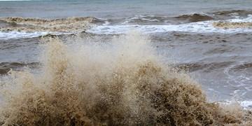 موج های 3 متری در دریای عمان/ گرما در شمال بیشتر می شود