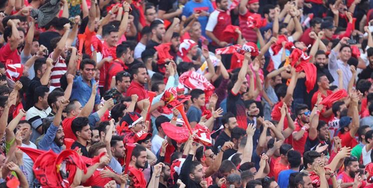 حضور شفر پرسپولیسی در بوشهر! / بازار داغ سلفی هواداران با بازیکنان پرسپولیس