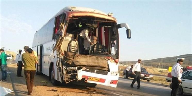 انحراف به چپ سمند عامل تصادف با اتوبوس شد