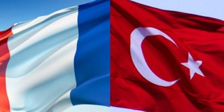ترکیه: فرانسه حمایت از حفتر را متوقف کند