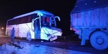 تصادف اتوبوس و پراید در تونل رخ/ حادثهای که یک فوتی و 4 مصدوم برجای گذاشت