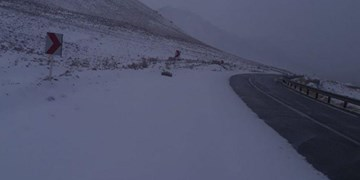 بارش برف در تمامی محورهای چهارمحال و بختیاری/ کولاک در گردنه چری