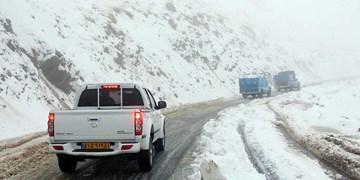 برف و باران در جادههای تهران-شمال/محور کندوان مسدود است
