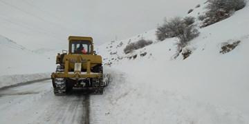 کاهش 34 درصدی ترافیک جادهها در شبانه روز گذشته/برف و باران در جادههای 16 استان