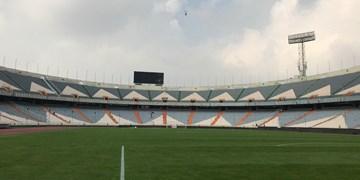 بارش شدید در ورزشگاه آزادی و کشیدن کاور بر روی چمن+عکس وفیلم