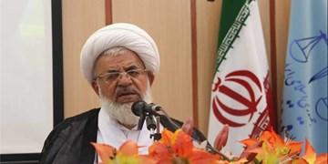 امام جمعه یزد: صنعتگران برای خودکفایی جرأت و جدیت به خرج دهند