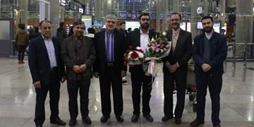 نفر دوم مسابقات قرآن تونس با استقبال مسئولان وارد کشور شد+عکس