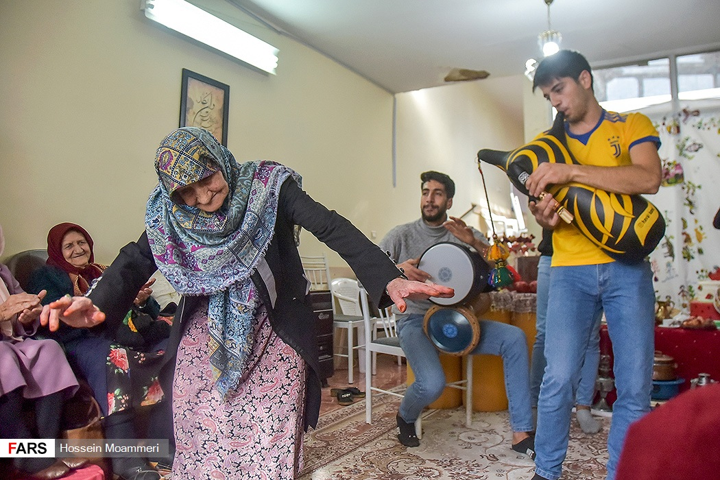جشن یلدا درمرکزسالمندان آذر مهر بجنورد