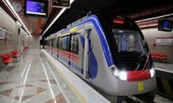 ۶۰ واگن خط یک متروی مشهد، متوقف در ایستگاه بیاعتباری