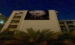 تصاویر شهید «سلیمانی» و «ابومهدی» بر ساختمان روبروی سفارت آمریکا در بغداد