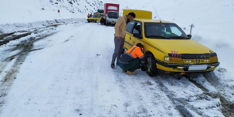 برف و باران در محورهای 20 استان و انسداد 7 جاده/ ترافیک جاده ها کمتر شد