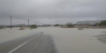 انسداد محور جندق- معلمان در پی سیلاب اخیر