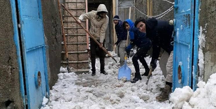 خبر خوب| برفروبی منازل خانواده شهدای مدافع حرم توسط بسیجیان شهرک شهید رجایی