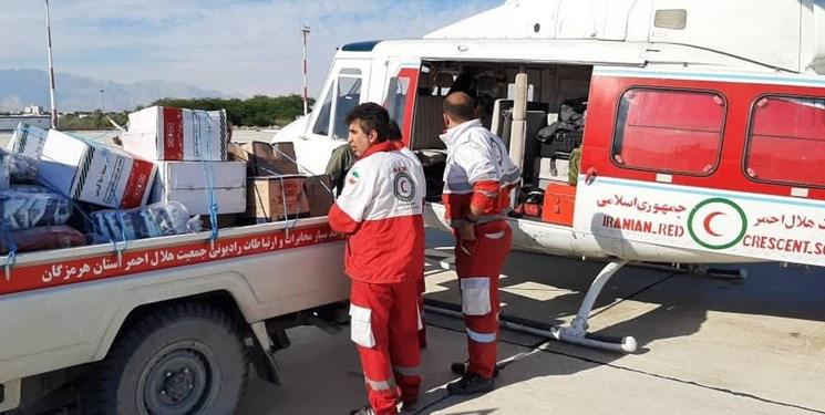 بالگرد هلال احمر در روستای «تومان احمد» فرود آمد/ اقلام امدادی به آخرین نقطه «گافر» رسید