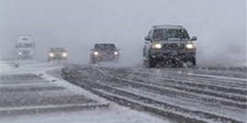 راههای مواصلاتی استان باز و تردد جریان دارد/ رانندگان تجهیزات ایمنی زمستانی بههمراه داشته باشند