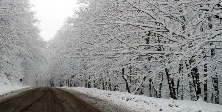 تداوم بارش برف در آذربایجان غربی/ ارتفاع برف در برخی شهرها به نیم متر رسید