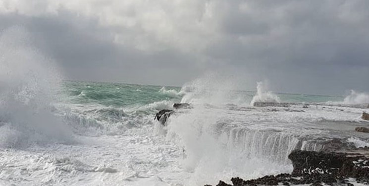 ارتفاع امواج خلیج فارس امشب به دو متر میرسد