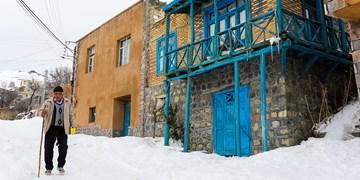 عکس  روستایی زیبا با تارهای رنگین کمانی گلیمبافی