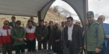 ادای احترام مسؤولان سیسخت به مقام شهدا همزمان با آغازدهه فجر