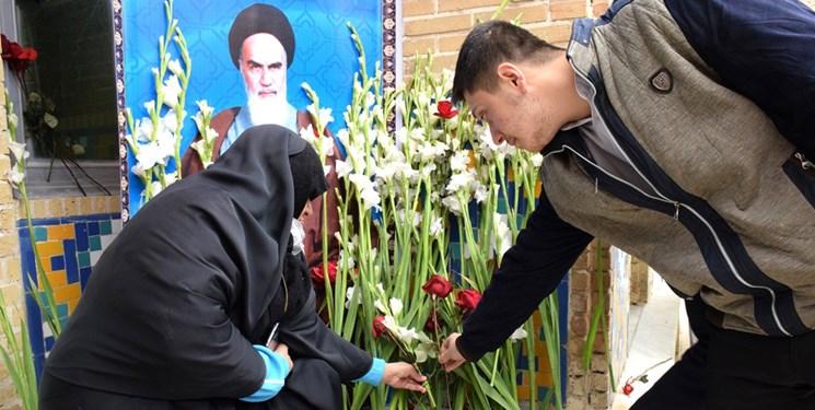 گلباران حجره طلبگی امام خمینی(ره)