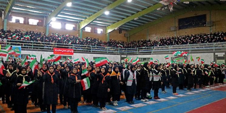 همایش3 هزار نفری دانش آموزان زنجان با عنوان یاوران انقلاب