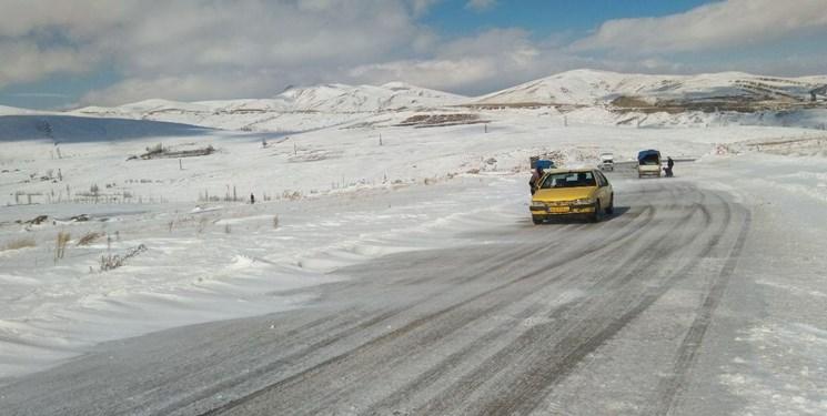 جادههای 19 استان زیر بارش برف و باران/محدودیت ترافیکی در محورهای تهران-شمال